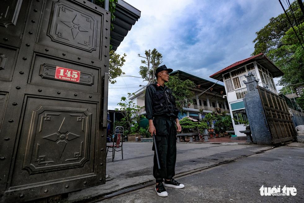 Kho hàng lậu khủng giữa Lào Cai: doanh thu mỗi tháng hơn 10 tỉ đồng - Ảnh 2.