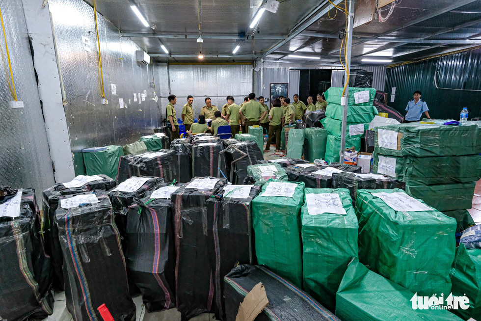 Kho hàng lậu khủng giữa Lào Cai: doanh thu mỗi tháng hơn 10 tỉ đồng - Ảnh 4.