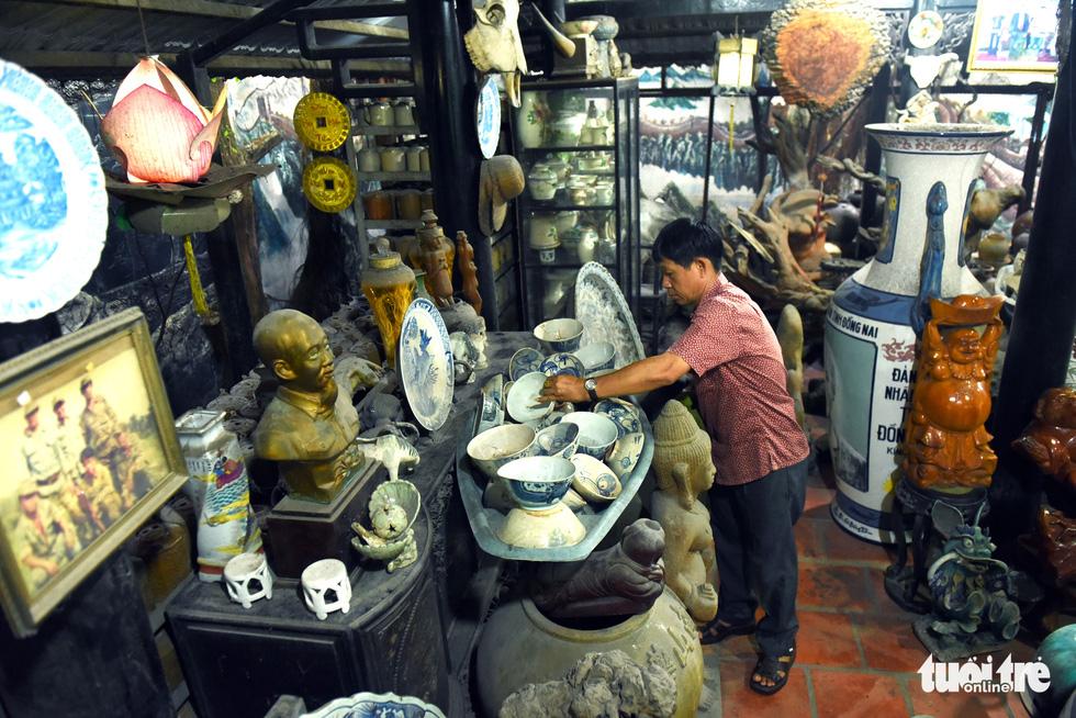 Choáng với kho đồ hàng trăm ngàn cổ vật của một người gốc Hà Nội sống ở Sài Gòn - Ảnh 1.