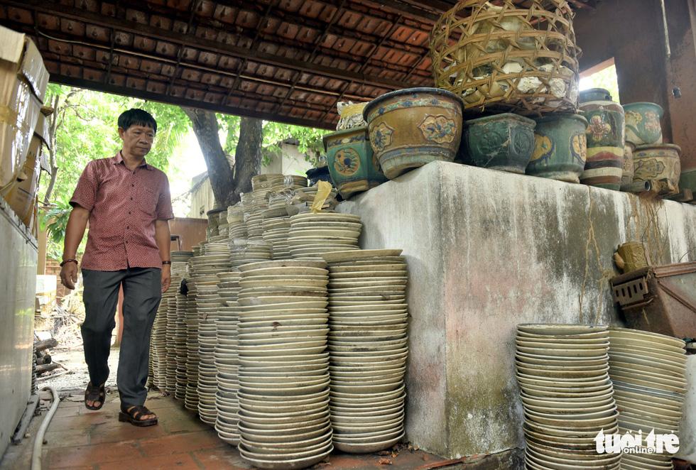 Choáng với kho đồ hàng trăm ngàn cổ vật của một người gốc Hà Nội sống ở Sài Gòn - Ảnh 4.