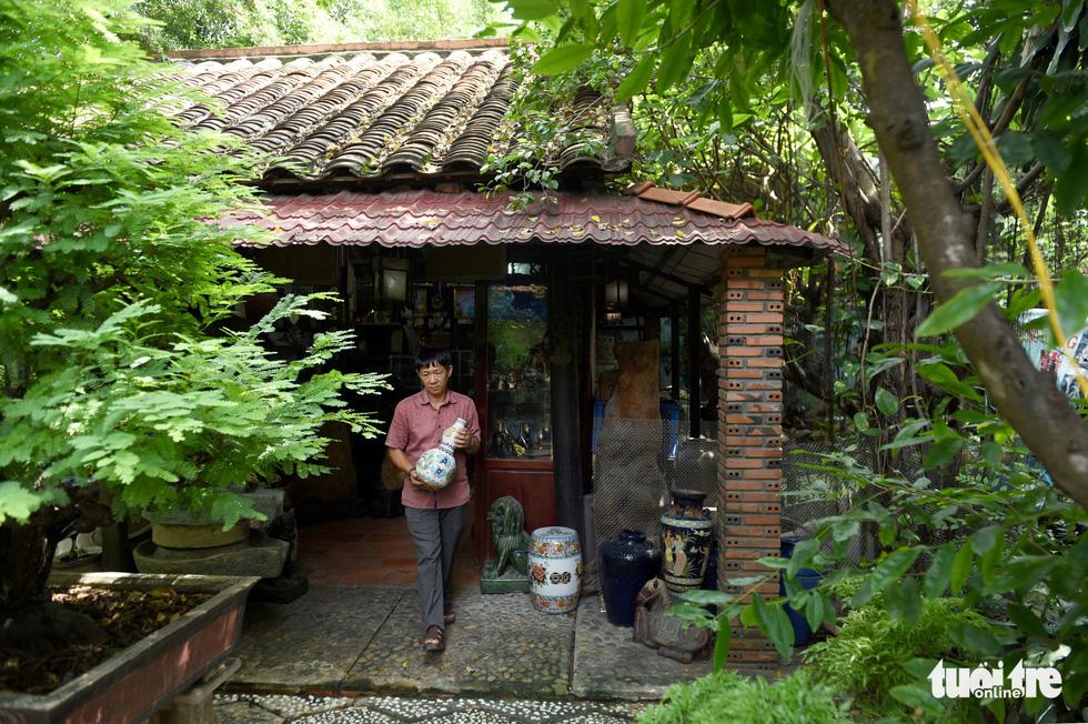 Choáng với kho đồ hàng trăm ngàn cổ vật của một người gốc Hà Nội sống ở Sài Gòn - Ảnh 6.