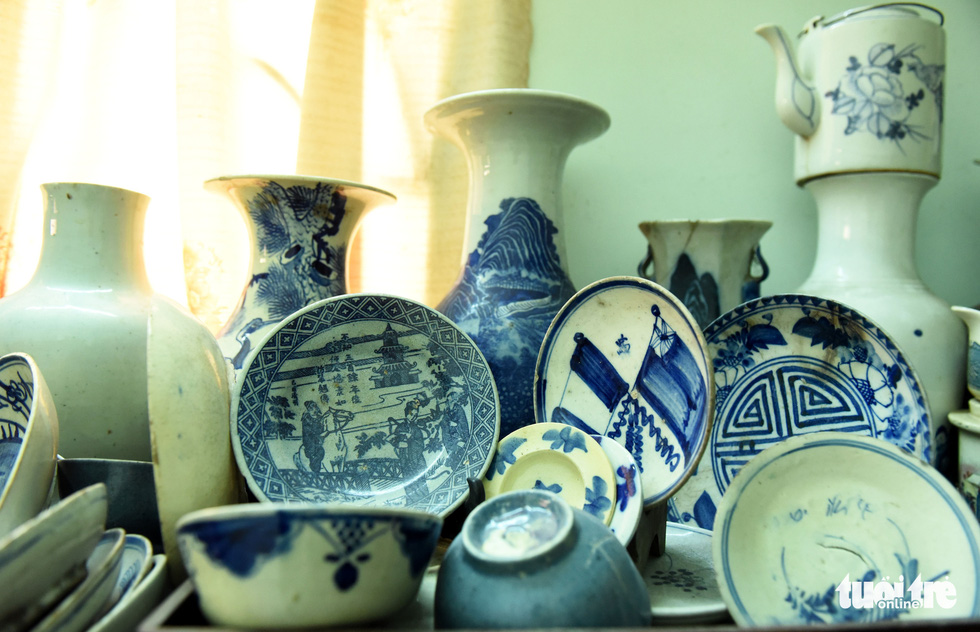 Choáng với kho đồ hàng trăm ngàn cổ vật của một người gốc Hà Nội sống ở Sài Gòn - Ảnh 8.