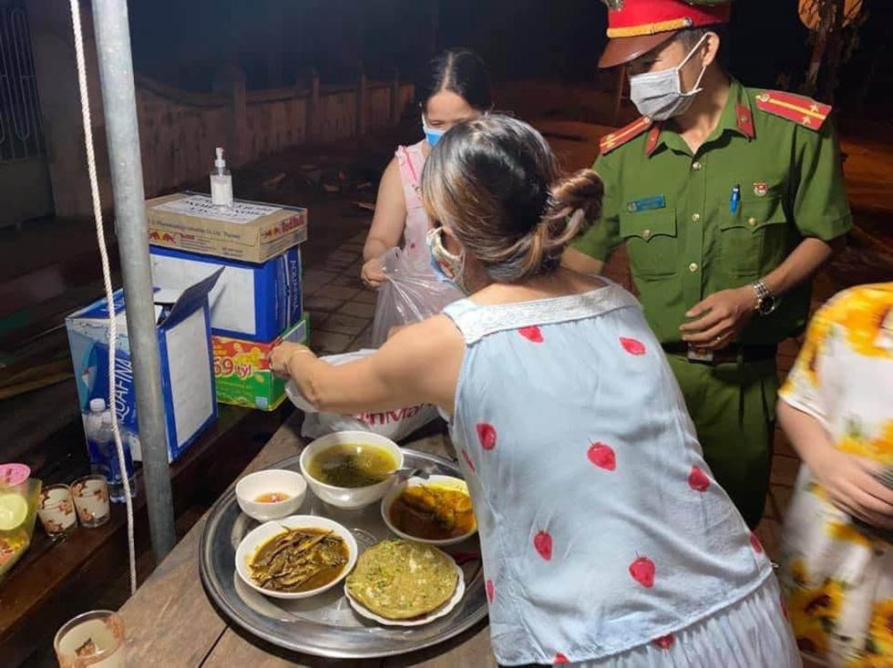 Những món quà cưng gửi tuyến đầu của người dân Đà Nẵng - Ảnh 4.