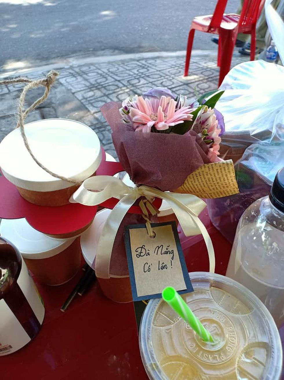 Những món quà cưng gửi tuyến đầu của người dân Đà Nẵng - Ảnh 1.