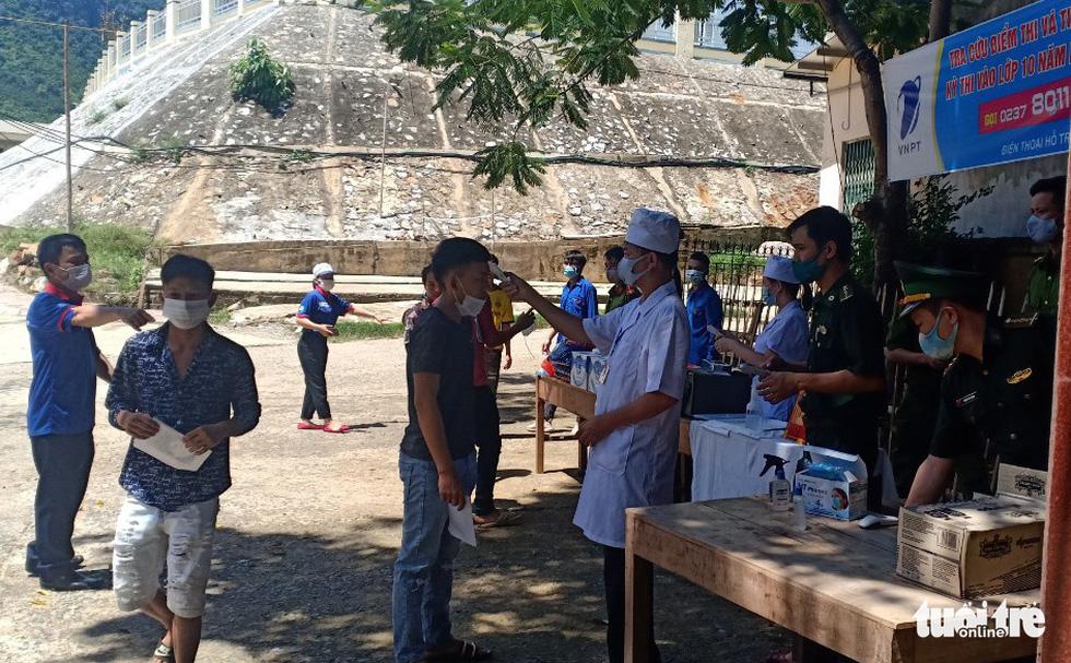 Những chiến sĩ áo trắng hỗ trợ thi tốt nghiệp THPT 2020 - Ảnh 9.