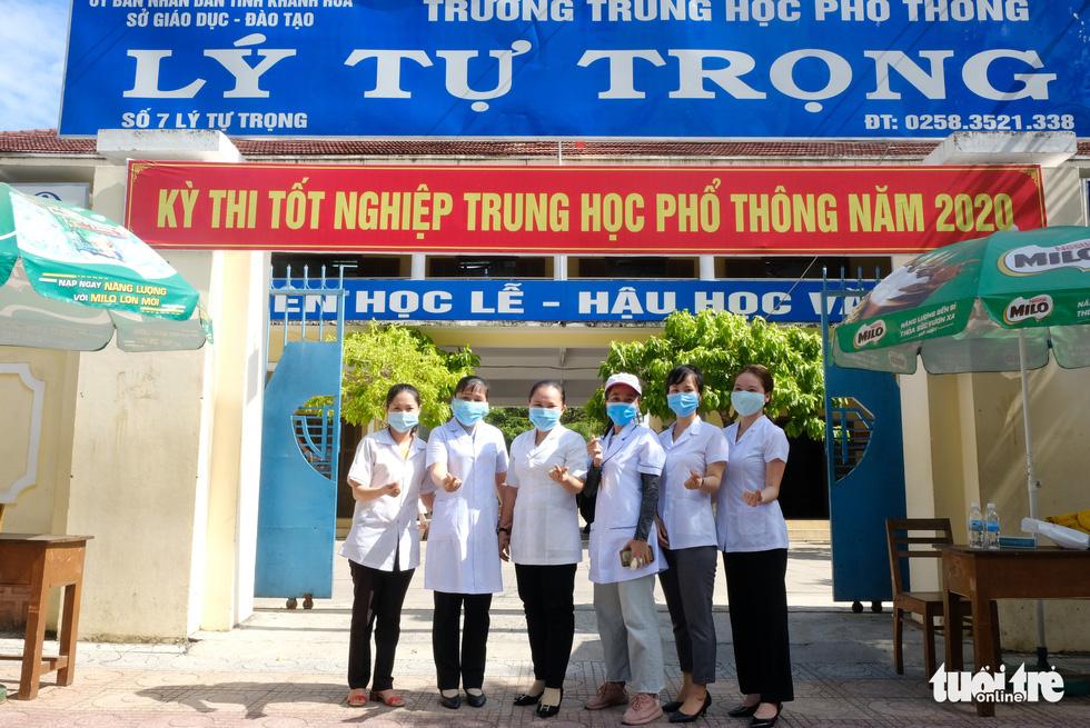 Những chiến sĩ áo trắng hỗ trợ thi tốt nghiệp THPT 2020 - Ảnh 14.