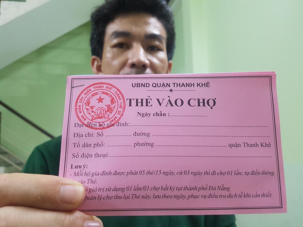 Đi chợ tem phiếu sáng nay ở Đà Nẵng - Ảnh 2.