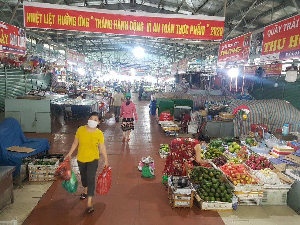 Đi chợ tem phiếu sáng nay ở Đà Nẵng - Ảnh 6.