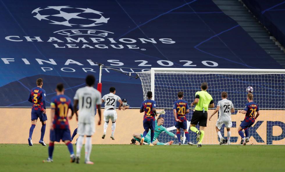Messi lại vuốt mặt và những khoảnh khắc ấn tượng trận Bayern vùi dập Barca - Ảnh 3.