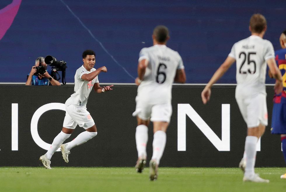 Messi lại vuốt mặt và những khoảnh khắc ấn tượng trận Bayern vùi dập Barca - Ảnh 4.