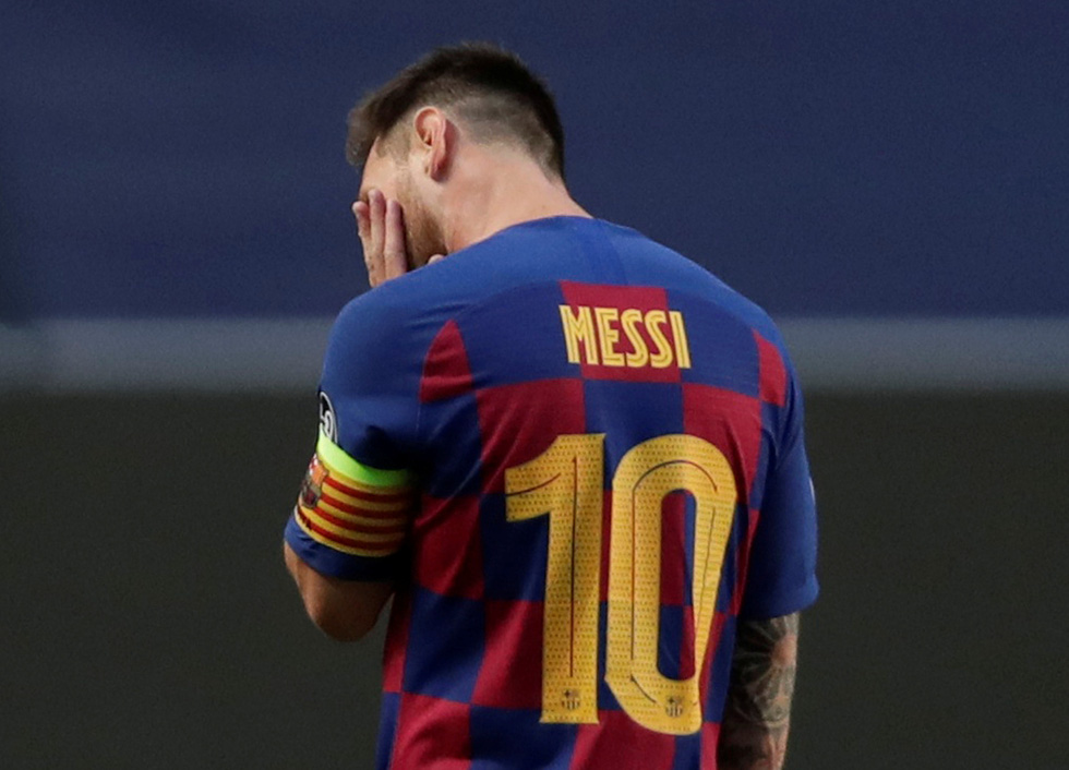 Messi lại vuốt mặt và những khoảnh khắc ấn tượng trận Bayern vùi dập Barca - Ảnh 21.