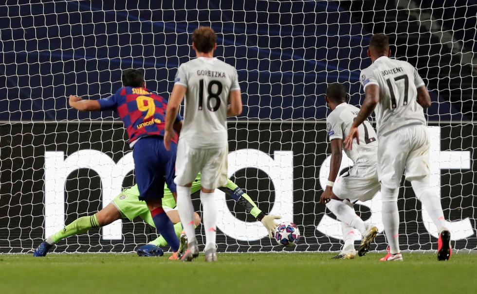 Messi lại vuốt mặt và những khoảnh khắc ấn tượng trận Bayern vùi dập Barca - Ảnh 8.