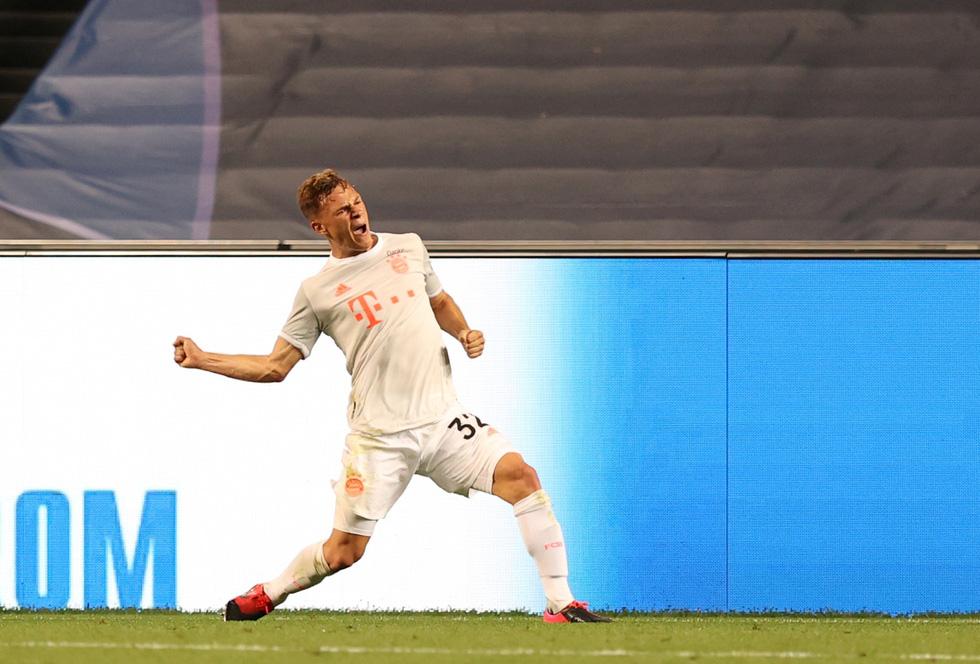 Messi lại vuốt mặt và những khoảnh khắc ấn tượng trận Bayern vùi dập Barca - Ảnh 11.