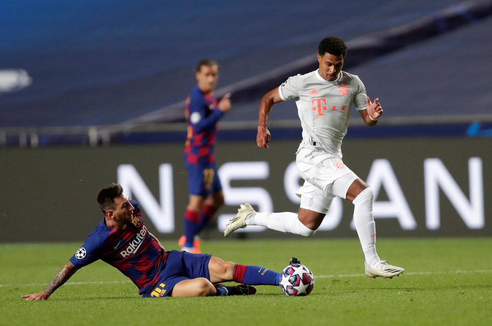Messi lại vuốt mặt và những khoảnh khắc ấn tượng trận Bayern vùi dập Barca - Ảnh 13.