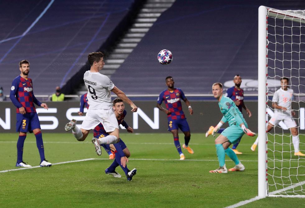 Messi lại vuốt mặt và những khoảnh khắc ấn tượng trận Bayern vùi dập Barca - Ảnh 14.