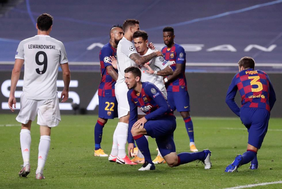 Messi lại vuốt mặt và những khoảnh khắc ấn tượng trận Bayern vùi dập Barca - Ảnh 17.