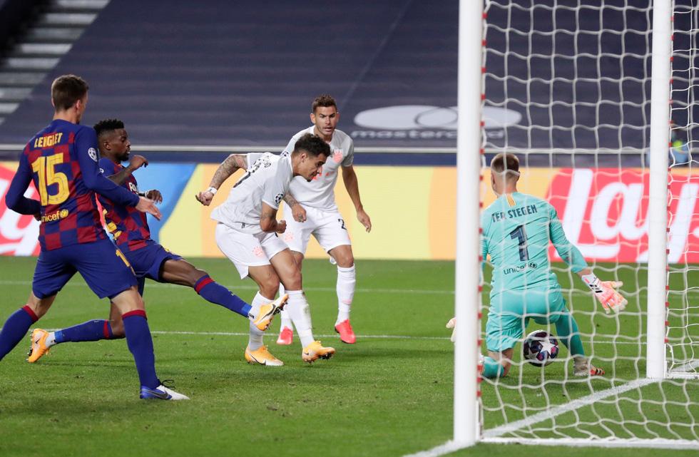 Messi lại vuốt mặt và những khoảnh khắc ấn tượng trận Bayern vùi dập Barca - Ảnh 18.