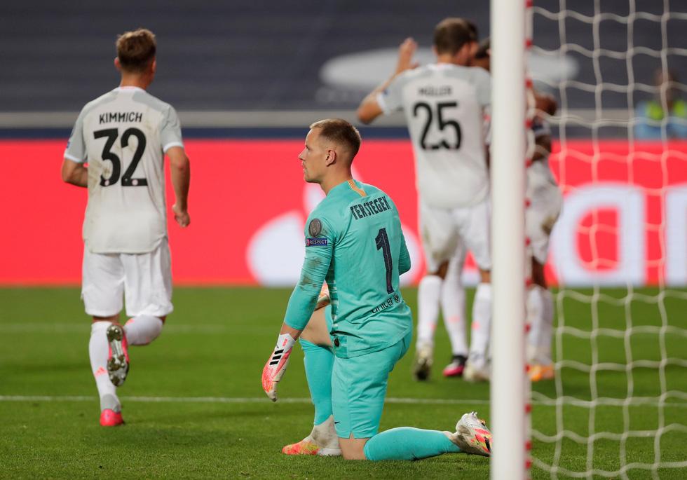 Messi lại vuốt mặt và những khoảnh khắc ấn tượng trận Bayern vùi dập Barca - Ảnh 19.