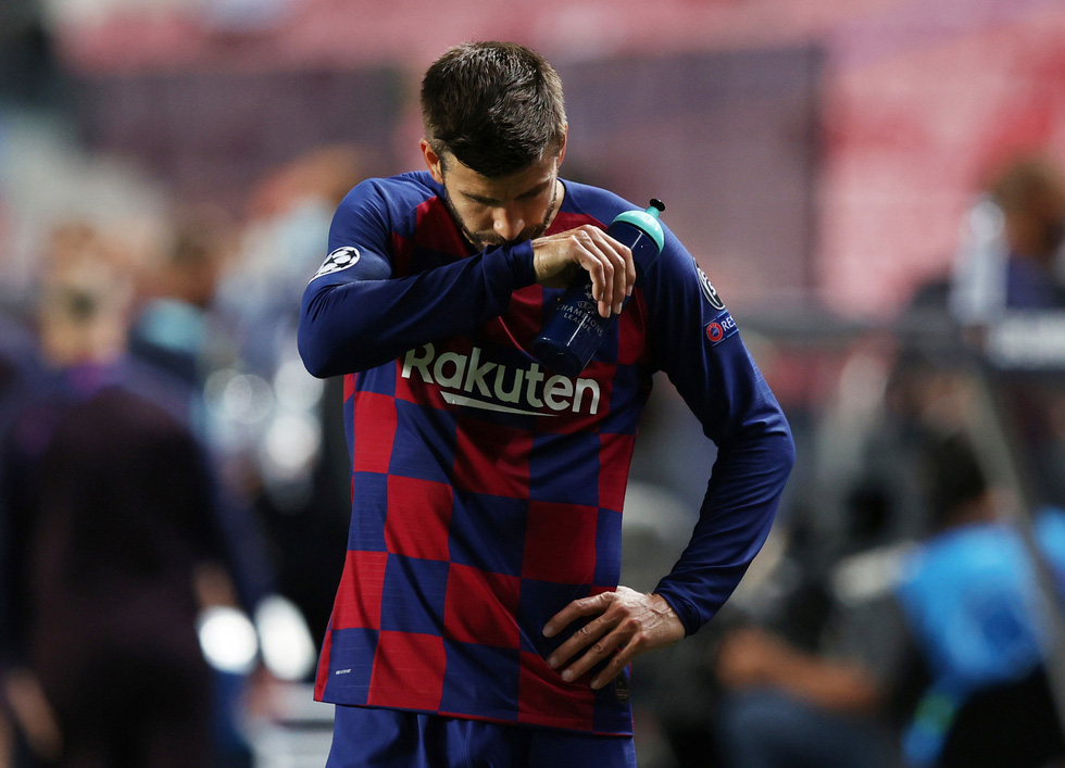 Messi lại vuốt mặt và những khoảnh khắc ấn tượng trận Bayern vùi dập Barca - Ảnh 25.