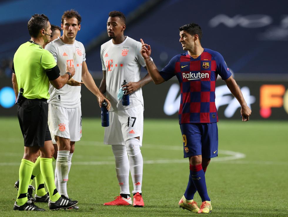 Messi lại vuốt mặt và những khoảnh khắc ấn tượng trận Bayern vùi dập Barca - Ảnh 24.