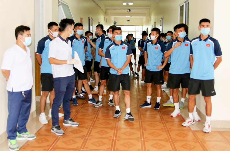 U22 Việt Nam chính thức tập trung, nín thở chờ kết quả xét nghiệm COVID-19 - Ảnh 7.