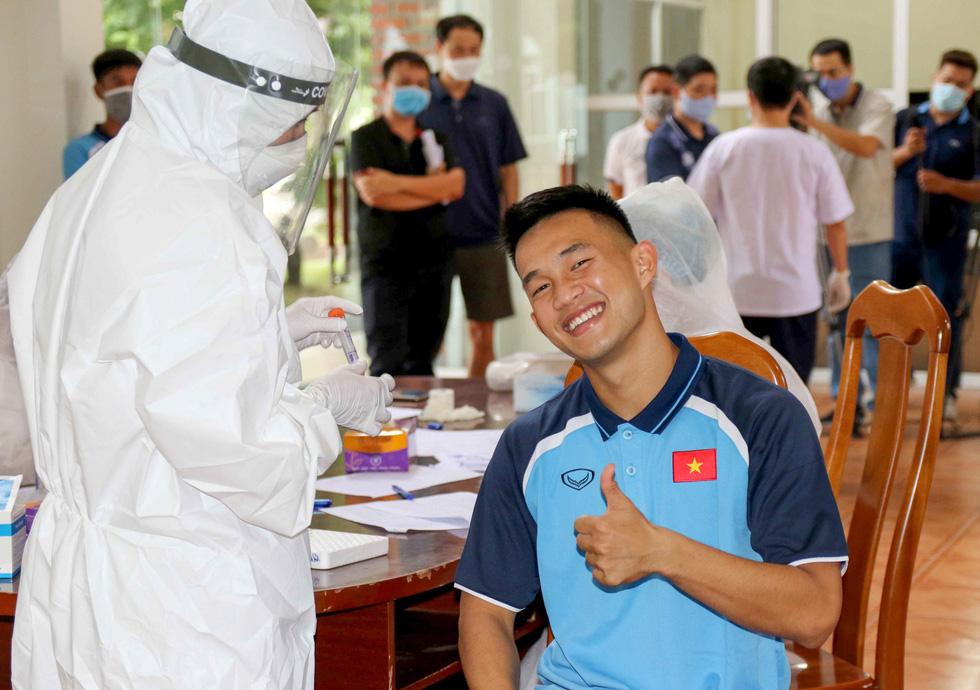 U22 Việt Nam chính thức tập trung, nín thở chờ kết quả xét nghiệm COVID-19 - Ảnh 6.