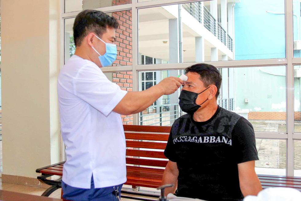 U22 Việt Nam chính thức tập trung, nín thở chờ kết quả xét nghiệm COVID-19 - Ảnh 2.