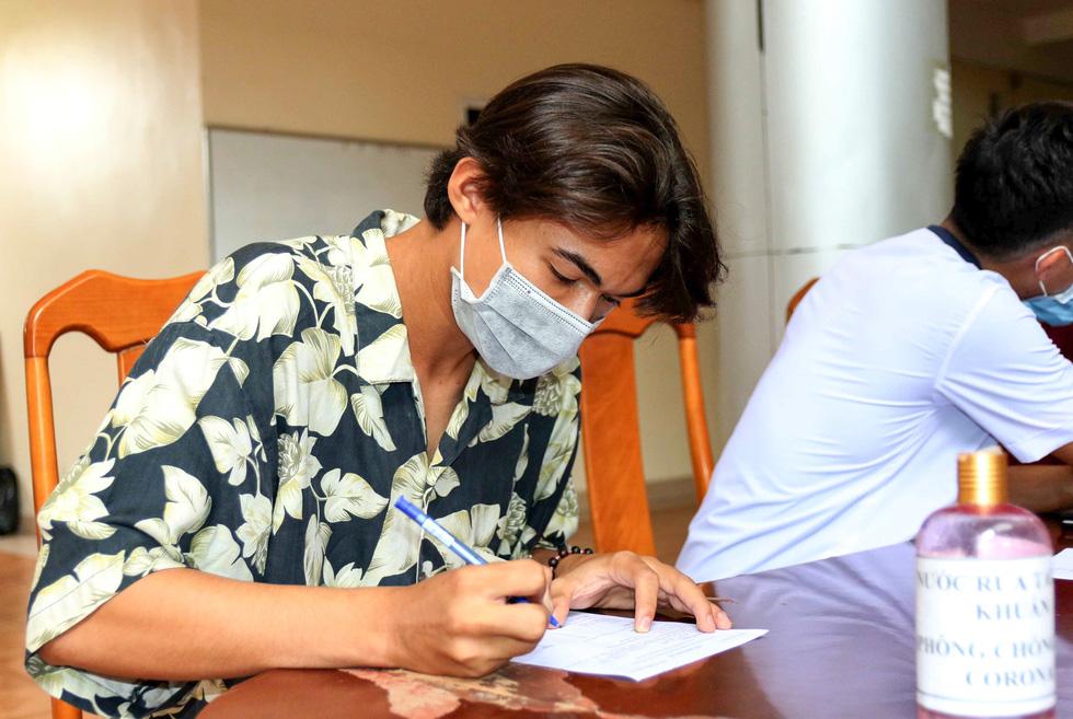 U22 Việt Nam chính thức tập trung, nín thở chờ kết quả xét nghiệm COVID-19 - Ảnh 3.