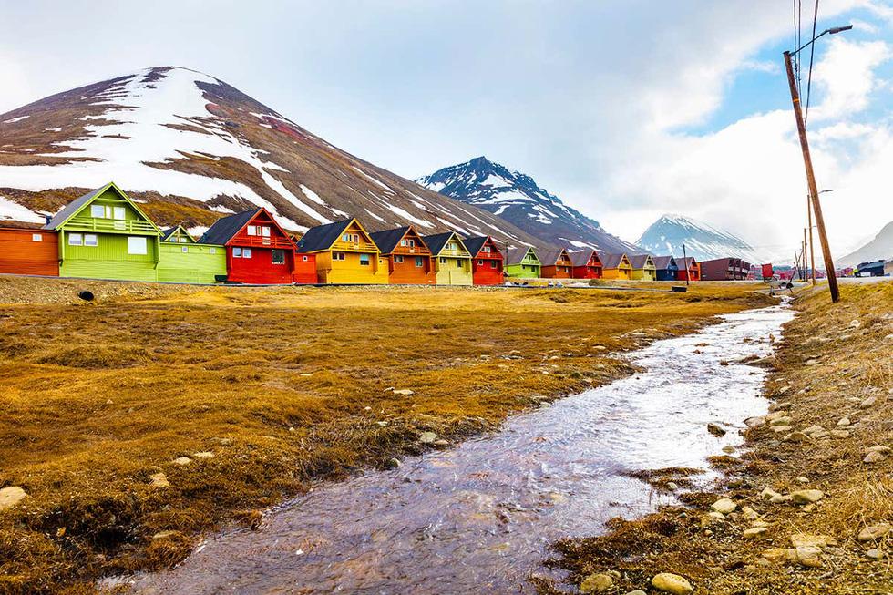 Bắc Cực biến dạng, nguy cơ mùa hè 2035 không có băng - Ảnh 1.