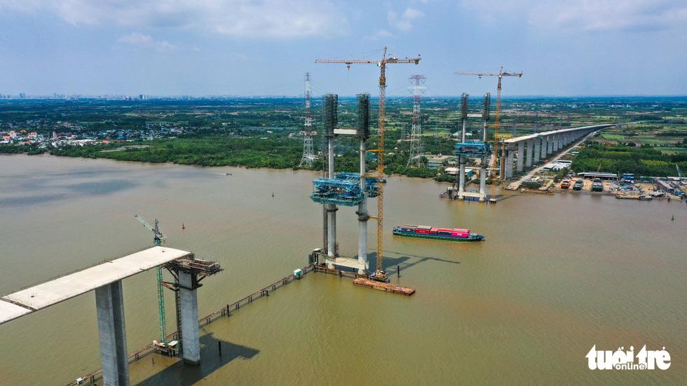 Bao giờ những cây cầu ngàn tỉ nối nhịp, cao tốc thông xe? - Ảnh 2.