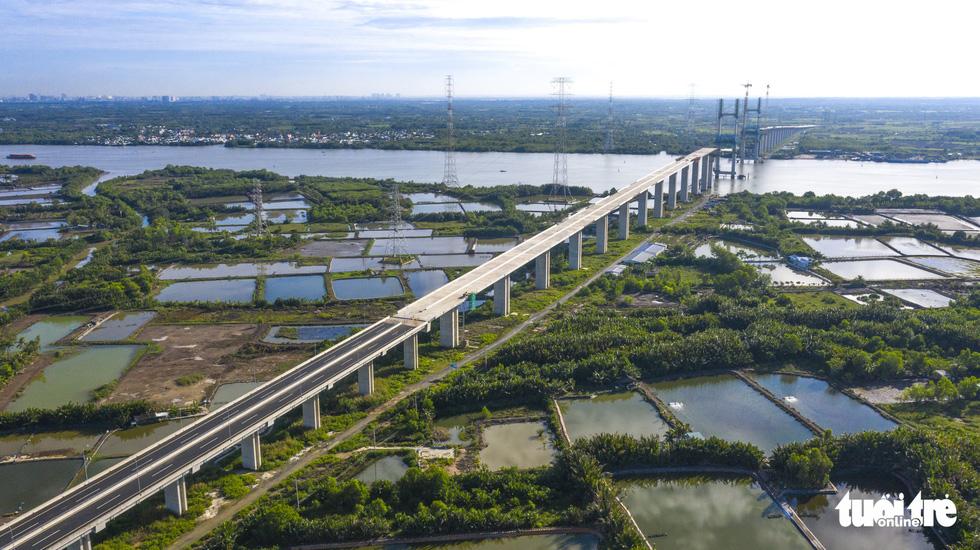 Bao giờ những cây cầu ngàn tỉ nối nhịp, cao tốc thông xe? - Ảnh 1.