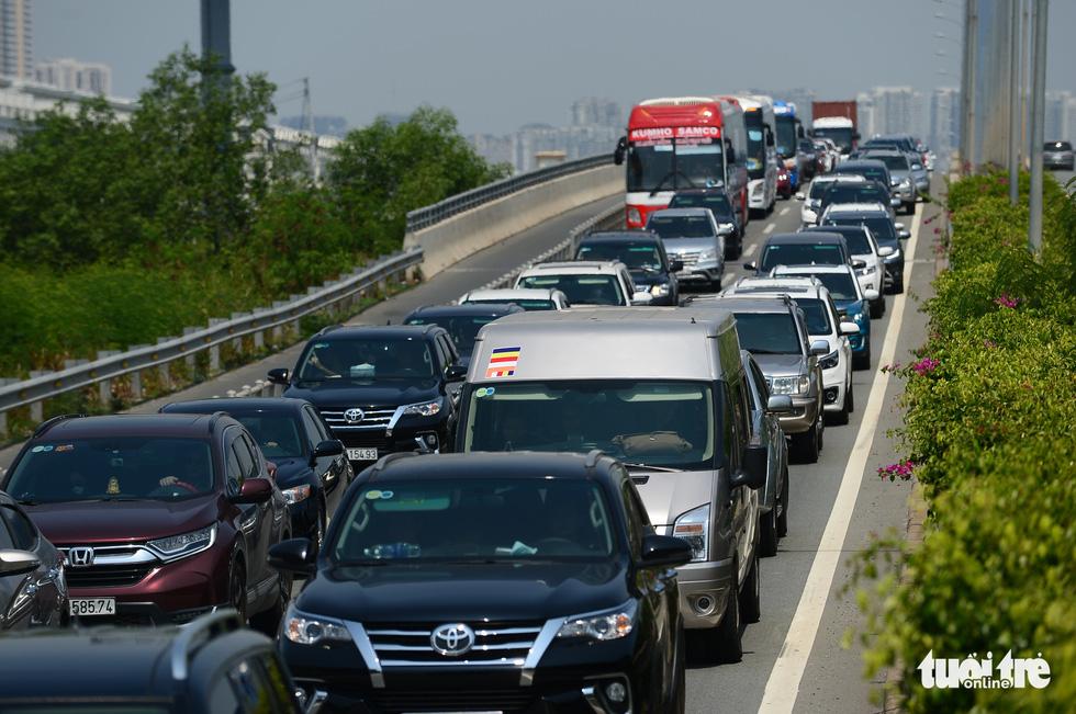 Bao giờ những cây cầu ngàn tỉ nối nhịp, cao tốc thông xe? - Ảnh 12.