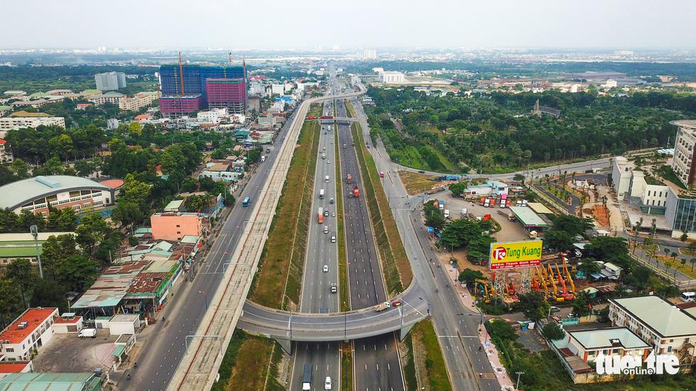 Bao giờ những cây cầu ngàn tỉ nối nhịp, cao tốc thông xe? - Ảnh 16.