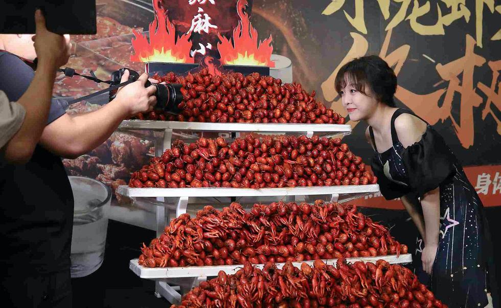 Vì sao Trung Quốc ngăn chặn mukbang - loại video ăn uống thừa thãi ê hề? - Ảnh 4.