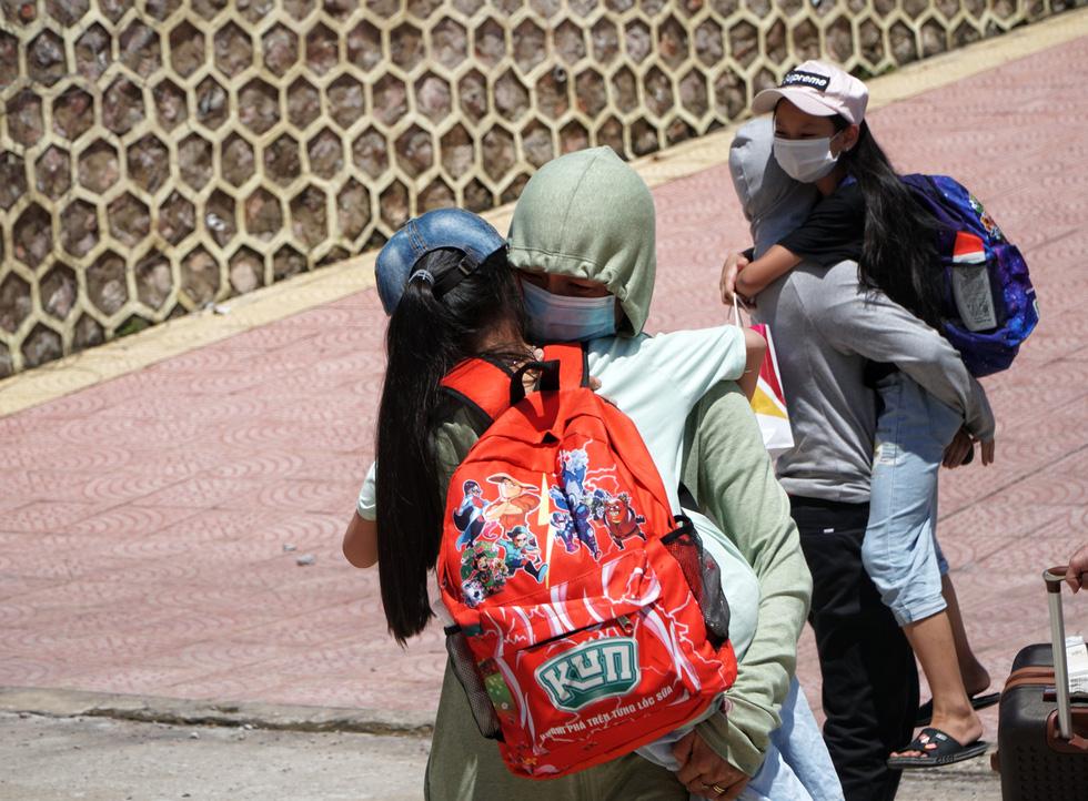 Hơn 400 người từ Đà Nẵng về Hà Nội hết cách ly, đều âm tính với SARS-CoV-2 - Ảnh 3.