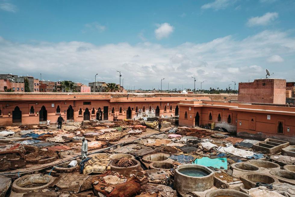 Những xưởng thuộc da truyền thống đẹp như họa phẩm ở Morocco - Ảnh 1.