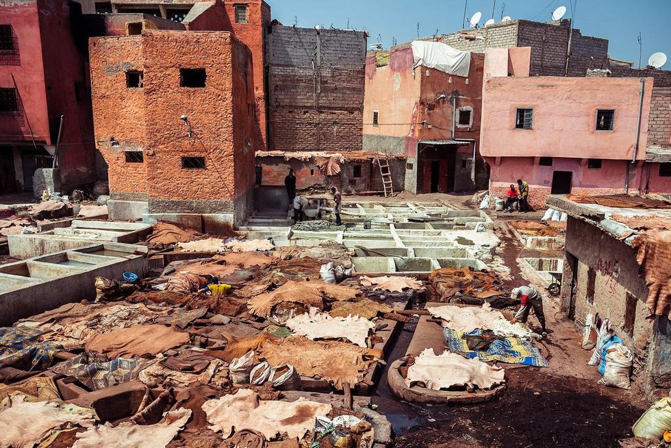 Những xưởng thuộc da truyền thống đẹp như họa phẩm ở Morocco - Ảnh 2.
