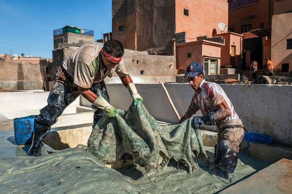 Những xưởng thuộc da truyền thống đẹp như họa phẩm ở Morocco - Ảnh 3.