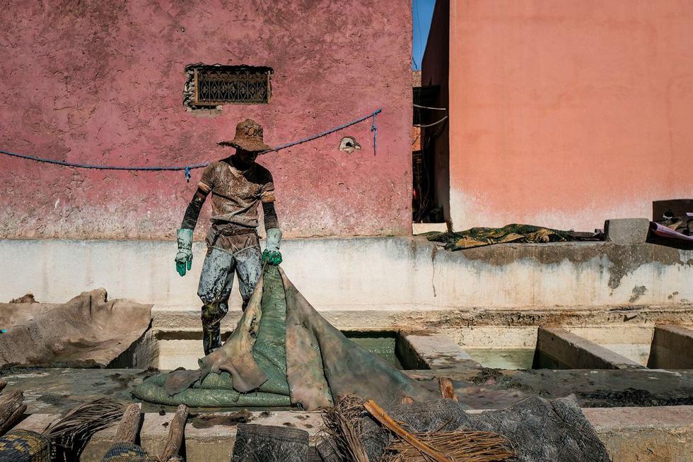 Những xưởng thuộc da truyền thống đẹp như họa phẩm ở Morocco - Ảnh 4.