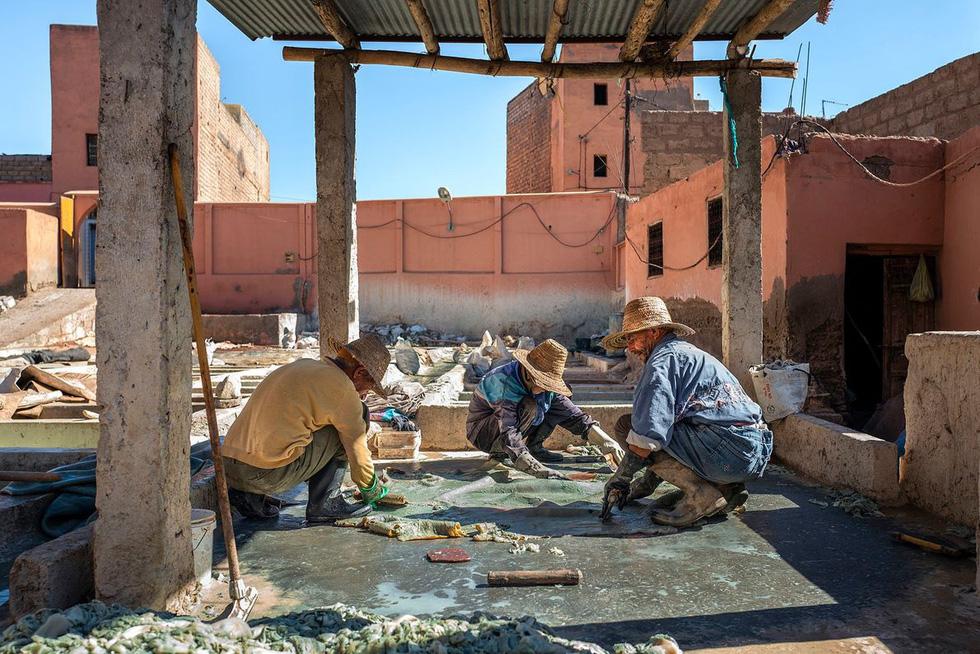 Những xưởng thuộc da truyền thống đẹp như họa phẩm ở Morocco - Ảnh 5.