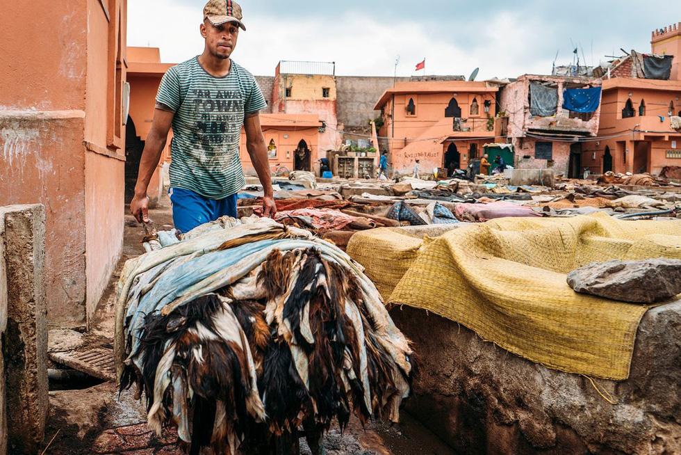 Những xưởng thuộc da truyền thống đẹp như họa phẩm ở Morocco - Ảnh 7.