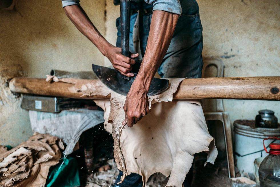 Những xưởng thuộc da truyền thống đẹp như họa phẩm ở Morocco - Ảnh 10.