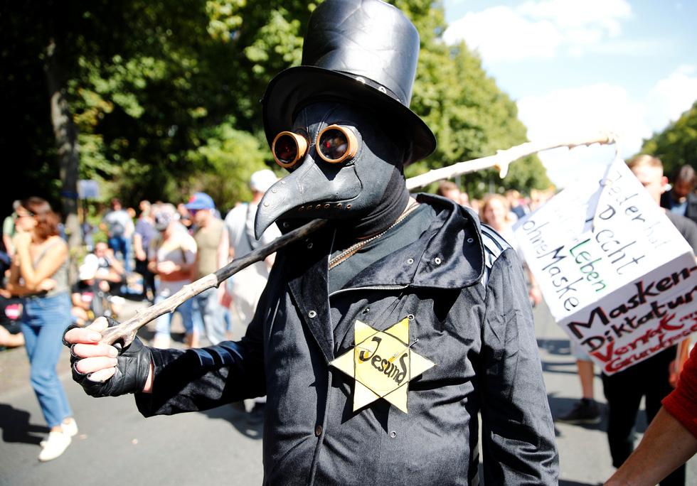 Người Đức trêu ngươi chính quyền, tụ tập xuống đường biểu tình - Ảnh 1.