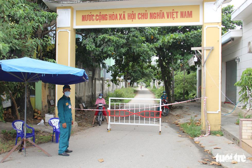 Thôn xóm đầu tiên ở miền Trung bị phong tỏa vì dịch COVID-19 - Ảnh 6.