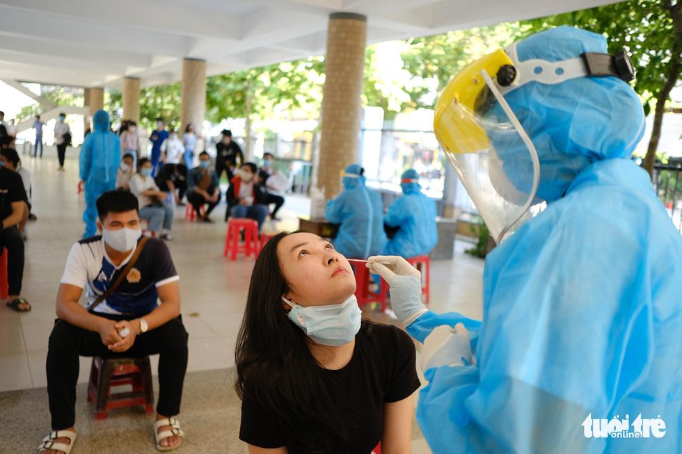 11.000 thí sinh Đà Nẵng đi xét nghiệm COVID-19, chuẩn bị bước vào kỳ thi đặc biệt - Ảnh 1.