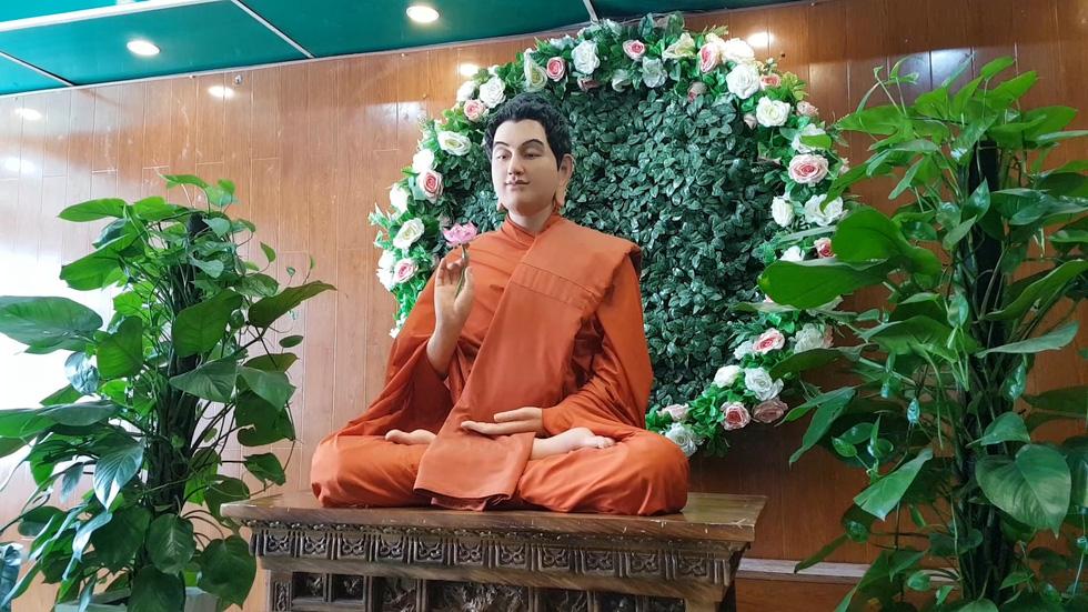 130 ngôi chùa Việt trong series tham vọng 1000 chùa của chàng đạo diễn trẻ - Ảnh 1.