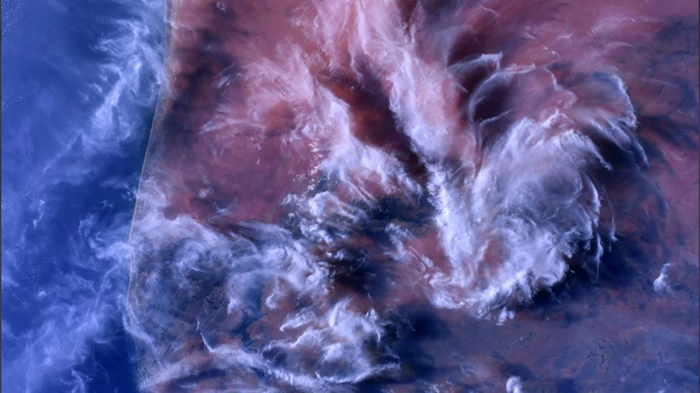 Trái đất tuyệt đẹp chụp từ tàu Crew Dragon trong chuyến bay lịch sử - Ảnh 3.