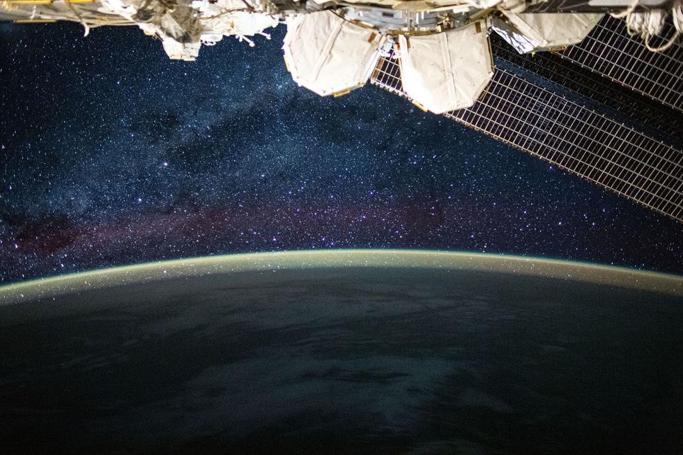Trái đất tuyệt đẹp chụp từ tàu Crew Dragon trong chuyến bay lịch sử - Ảnh 4.