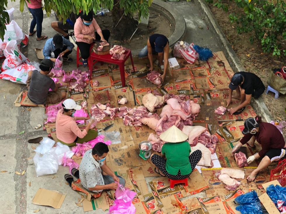 Xe chở thịt cá, gạo muối phát tận nhà cho hàng ngàn dân Hội An bị cách ly - Ảnh 5.