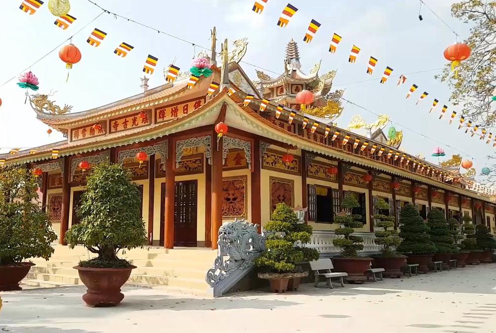 130 ngôi chùa Việt trong series tham vọng 1000 chùa của chàng đạo diễn trẻ - Ảnh 4.